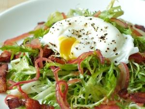Frisée salad at Balthazar, image via http://fabioviviani.com/