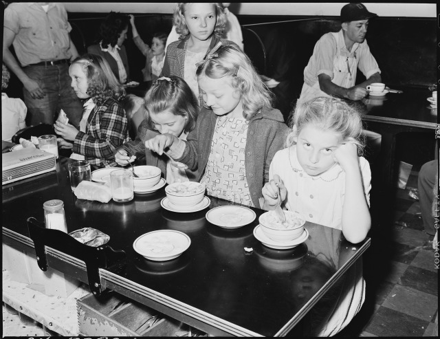 restaurant_at_lunch_time_is_largely_patronized_by_school_children-_inland_steel_company_wheelwright_1__2_mines-_-_nara_-_541470